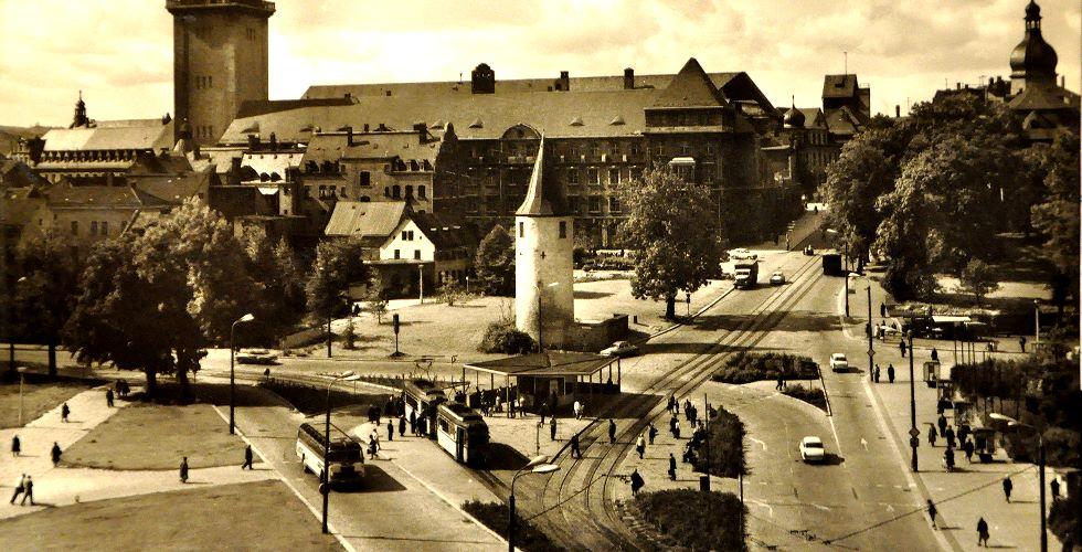 Die Stadt Mainz ist römischen Ursprungs und kann auf eine über jährige Geschichte zurückblicken. Als römisches Legionslager Mogontiacum gegründet, war die Stadt später Hauptstadt der Provinz Germania superior und von /82 bis Erzbischofssitz.